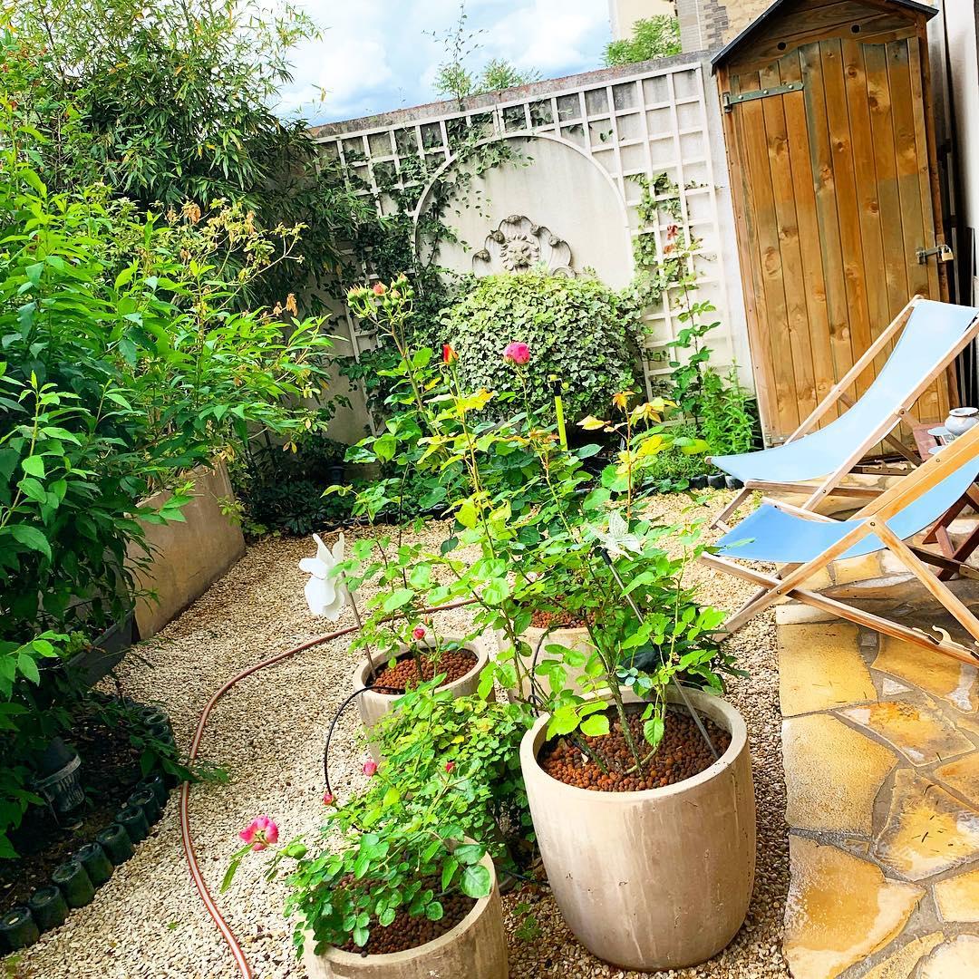 Ça y est ! Le petit jardin  est prêt pour cet été 🌳🌞 ️ @mairie18