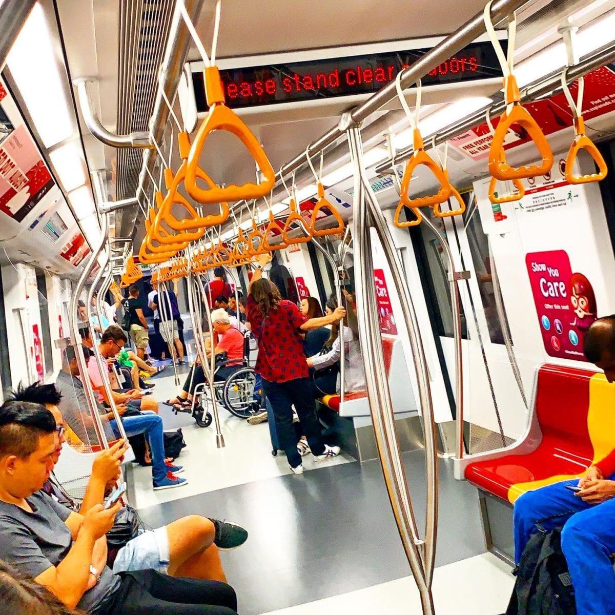Dans le métro de ️ ️